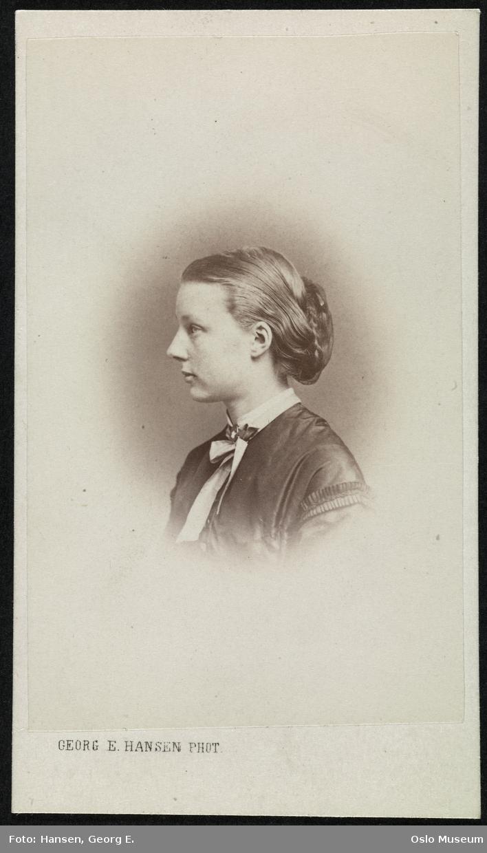 portrett, kvinne, vignettert brystbilde, profil