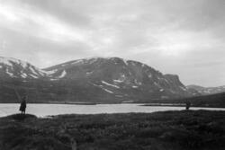Sommerferie og fisketur på Dovrefjell i 1942. Fiske i det fr