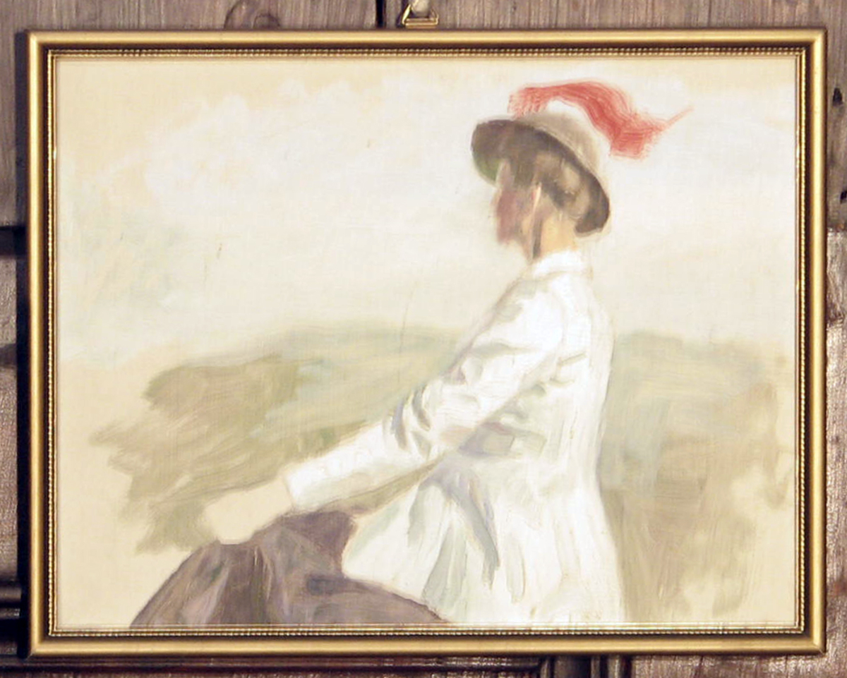 Rektangulær. Skisse; kvinne, halvfig., venstreprof., sittende, lang hvit jakke, hatt m. rødt bånd; bakgr. grønn og blåhvit.