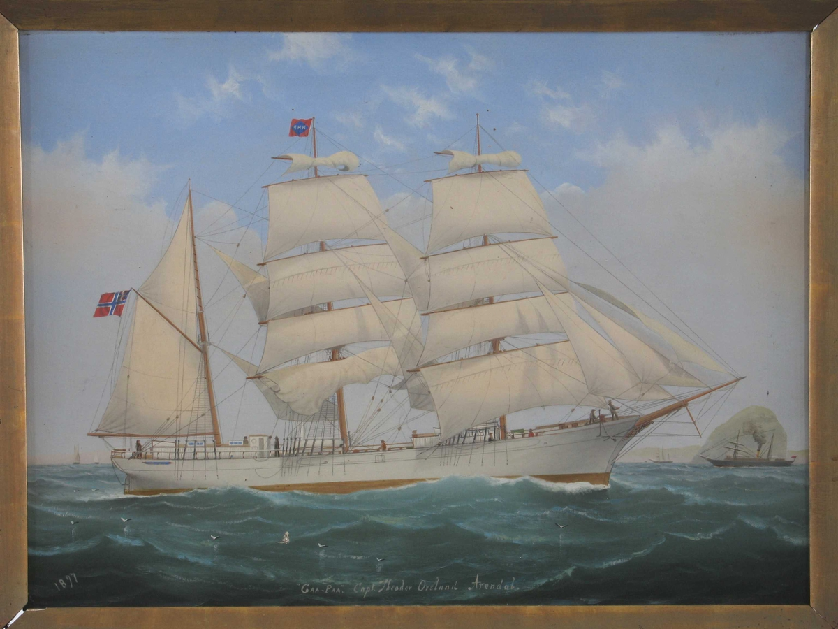 """Bark """"Gaa Paa"""" af Arendal,  For   fulle seil,  kurs   mot høyre, hvitt skrog, unionsflagg  under gaffelen, rederiflagg på stormasten:  HHP m. hvitt, i blå rombe, i rødt flagg."""