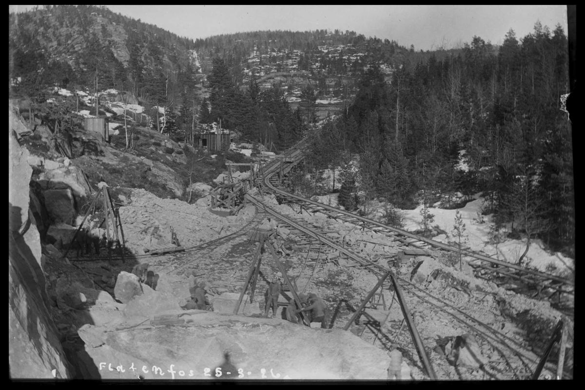 Arendal Fossekompani i begynnelsen av 1900-tallet CD merket 0468, Bilde: 74 Sted: Flaten Beskrivelse: Steinbruddet med transportbane
