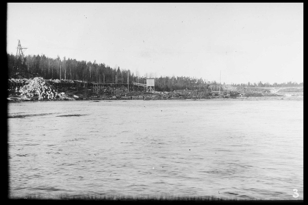Arendal Fossekompani i begynnelsen av 1900-tallet CD merket 0565, Bilde: 35 Sted: Flaten Beskrivelse: Fossen med tårn til taubanen