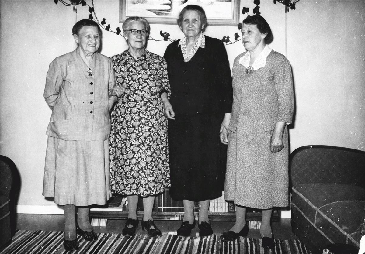 Kvinner som var med å starte Aas Arbeiderforening i 1902.