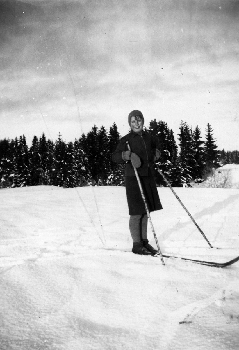 Aase Bjørningstad går på ski.