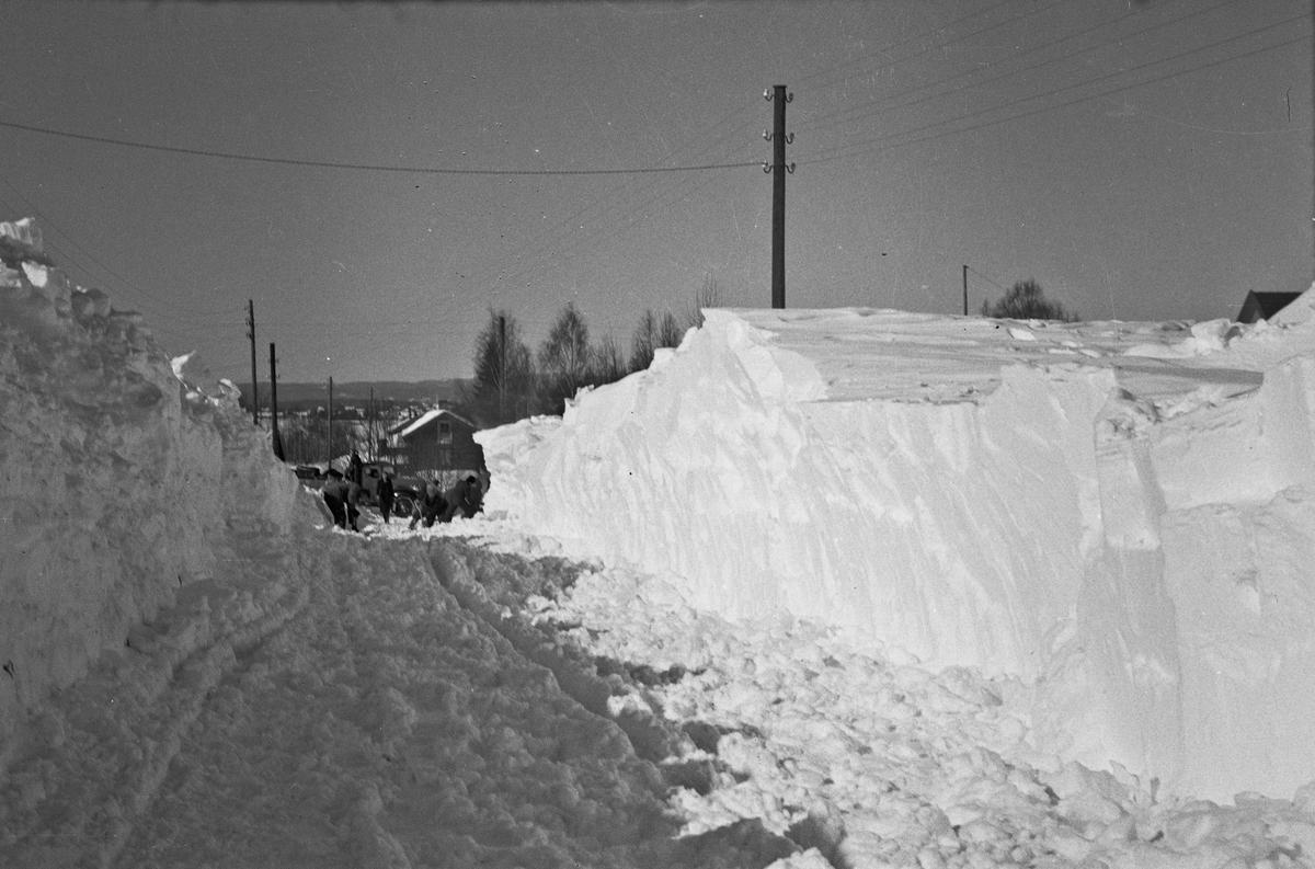 Snø i Tønsakergutua 30. mars 1940.