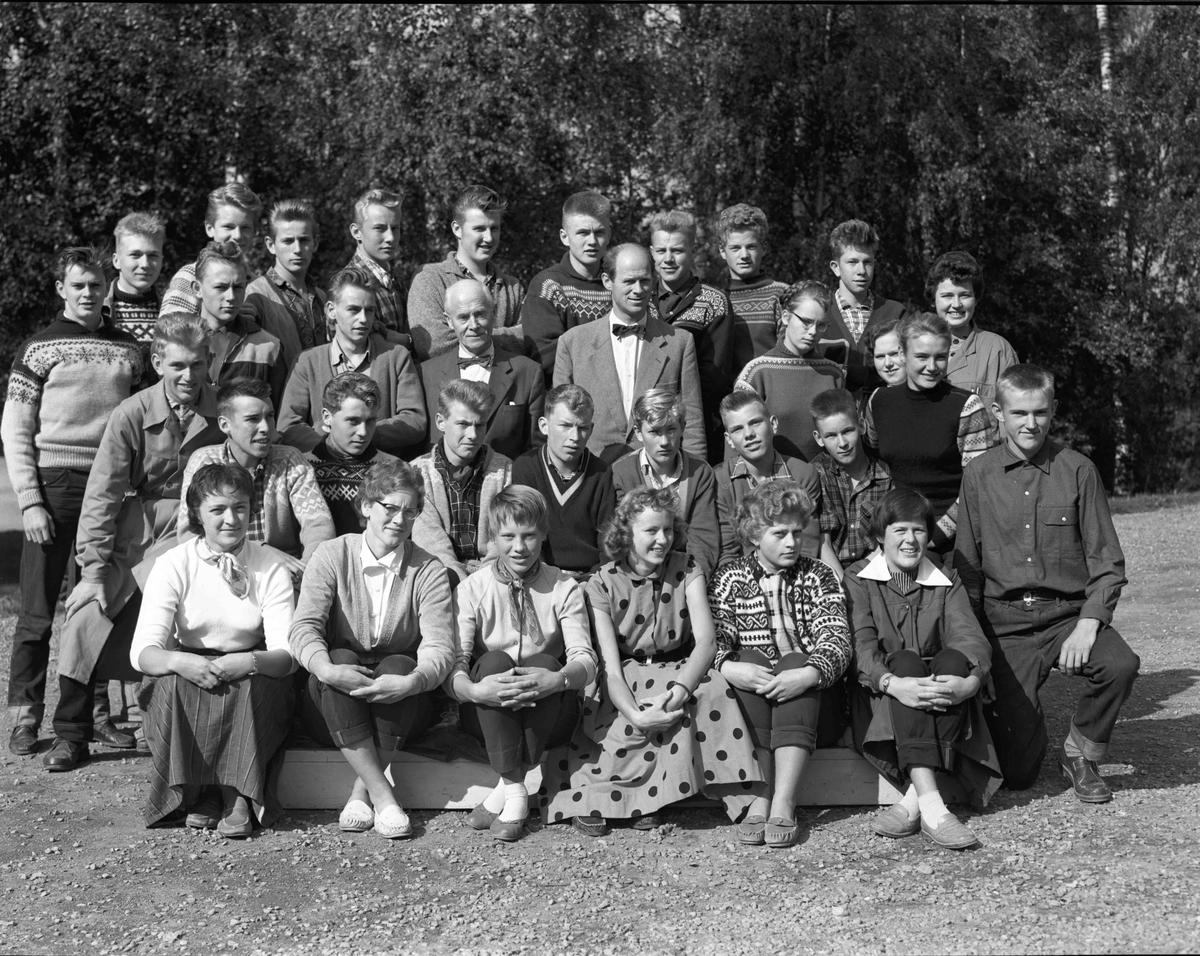 Klassebilde fra Eidsvoll gymnas med Brakstad.