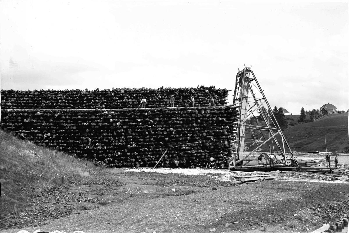 Tømmerstabel ved Andelva øverst i Bønsdalen
