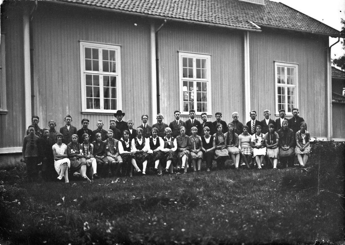 Gruppebilde - skolebilde? fra Hurdal kirke. Sogneprest Lie. Bilde fra 30-tallet.