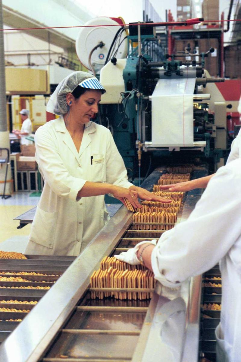 Cream Cracker, kjeks, maskiner, arbeidere, arbeidstøy, kvinner, fabrikkmiljø, pakkemaskin, pakkelag