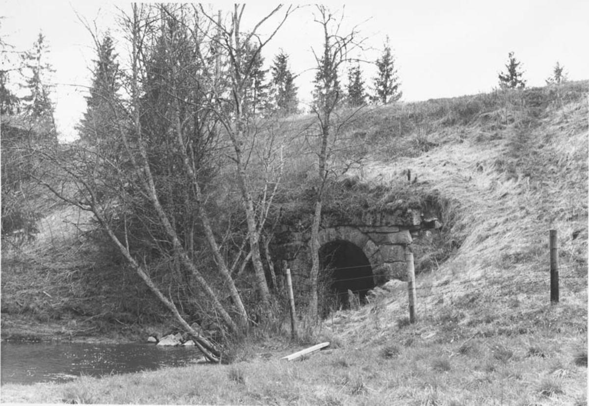 Strekningen Kvevli - Mork. Stor fylling ved Jødalsbekk kulvert.