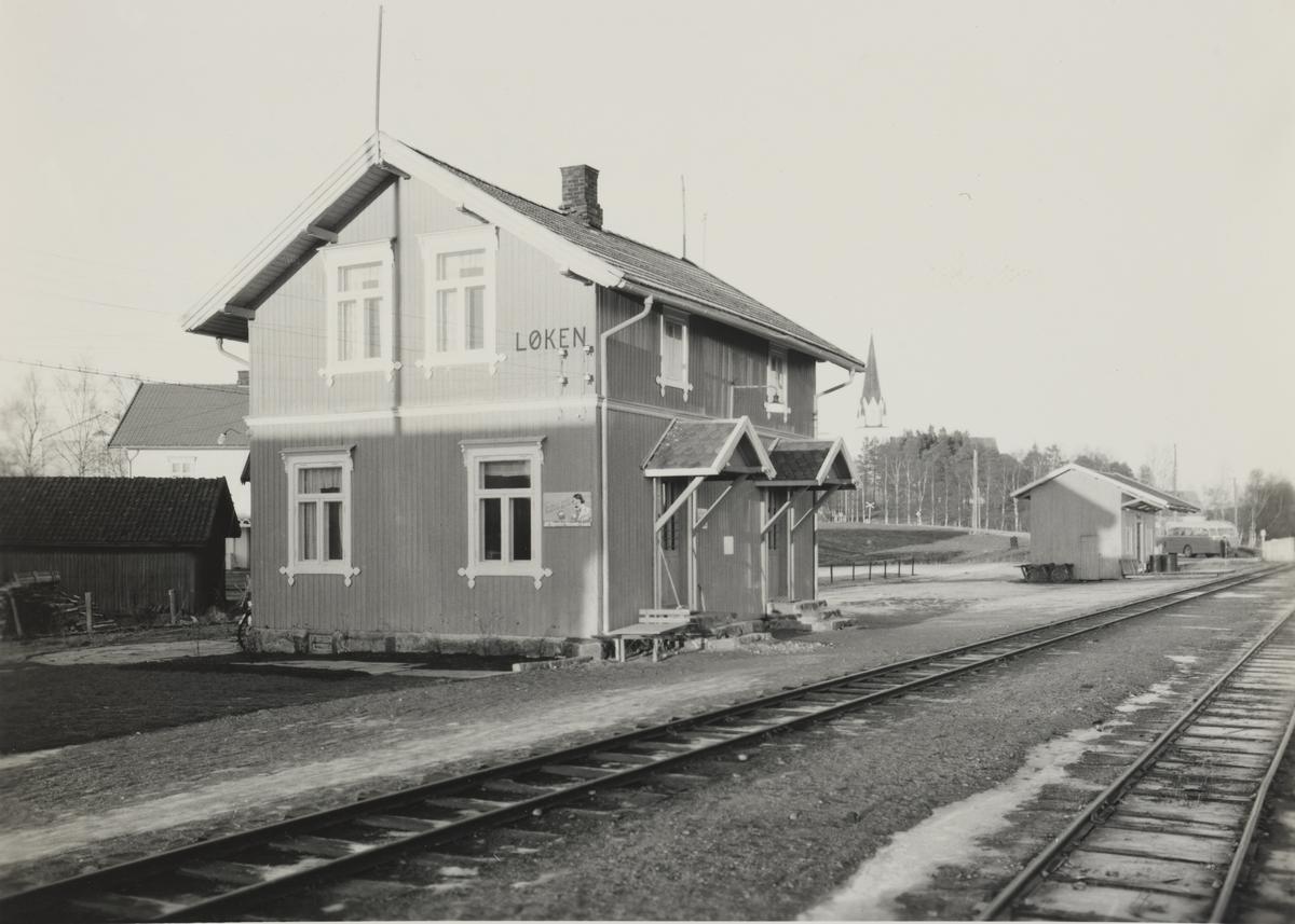 Fra Løken stasjon, stasjonsbygning.