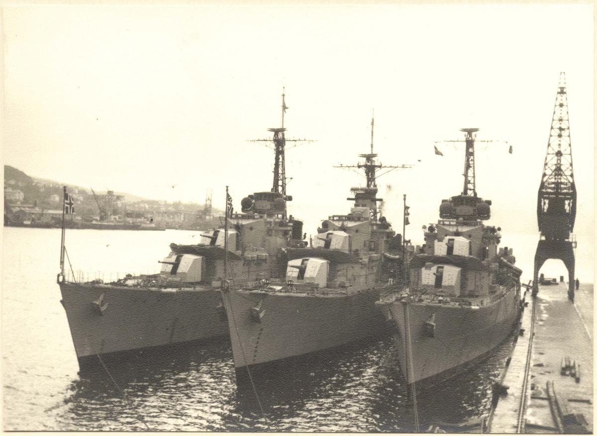 "Tre jagere, bl.a. ""Stord"", ved Skoltegrunnskaien i Bergen."