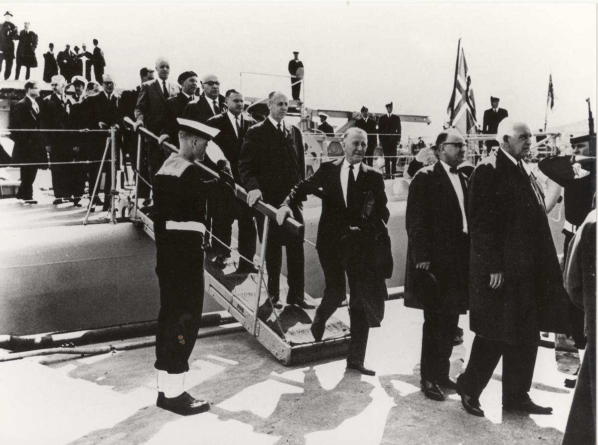 Fregatten KNM Oslo på tur med stortingsmedlemmer 26/6-1966