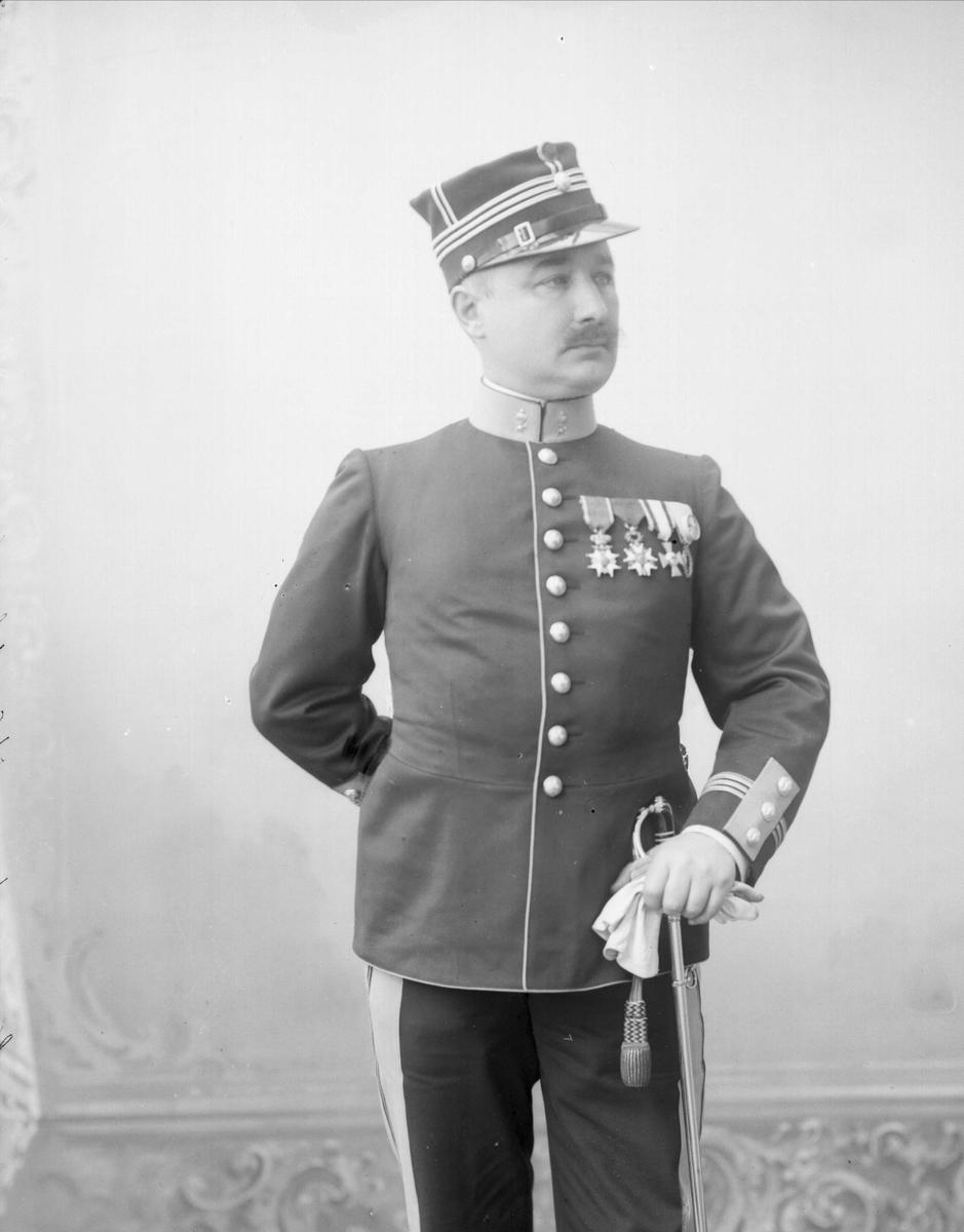 Portrett, Thomas Thomassen Heftye i uniform som kaptein i Ingeniørkorpset.
