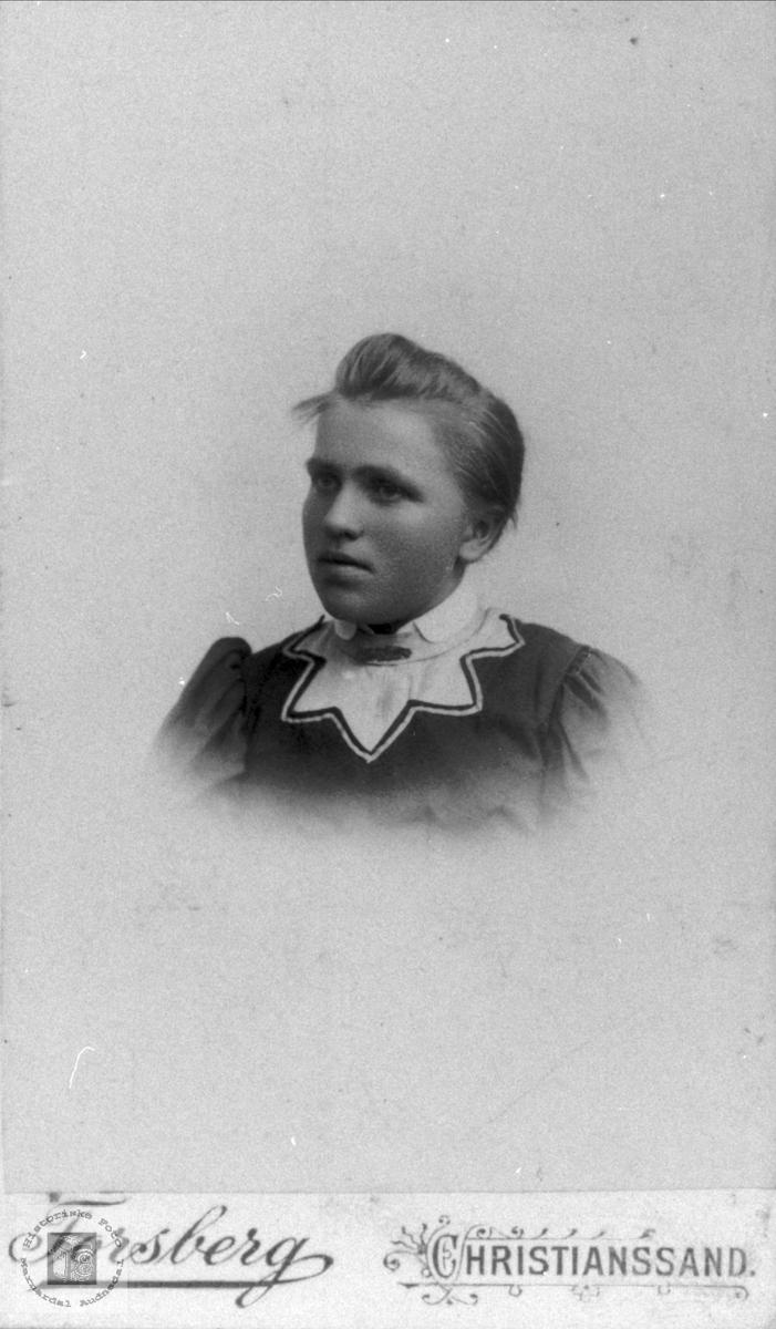 Portrett Åslaug Valebrokk, Bjelland.