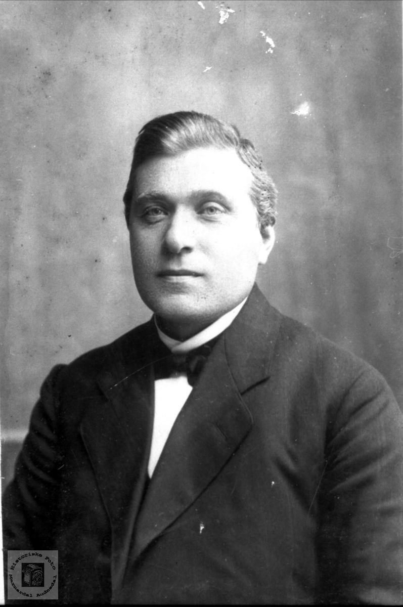 Portrett Tobias Knudsen Finsådal 1881-1945, Øyslebø.
