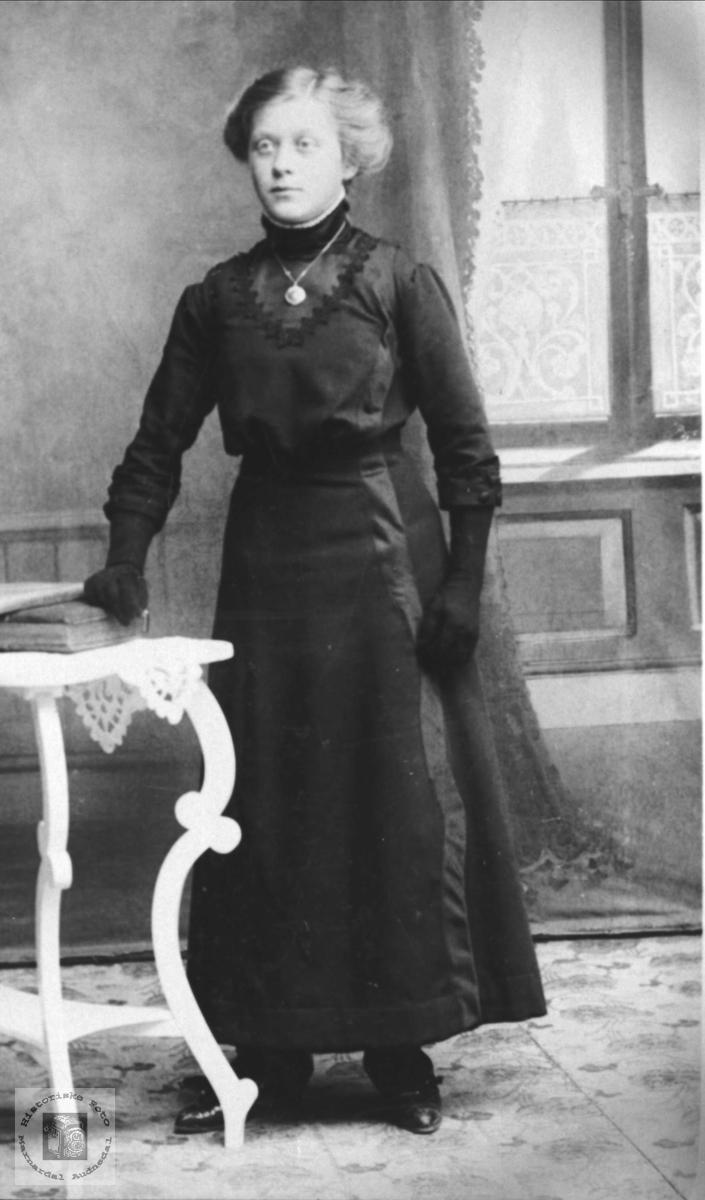 Portrett Anna Kolstad, Øyslebø.