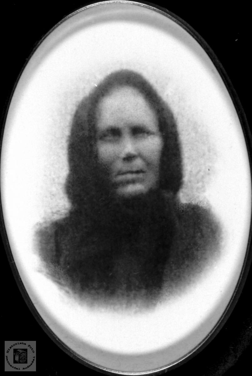 Portrett av Asborg Skjævesland, gift Finsdal, Øyslebø.