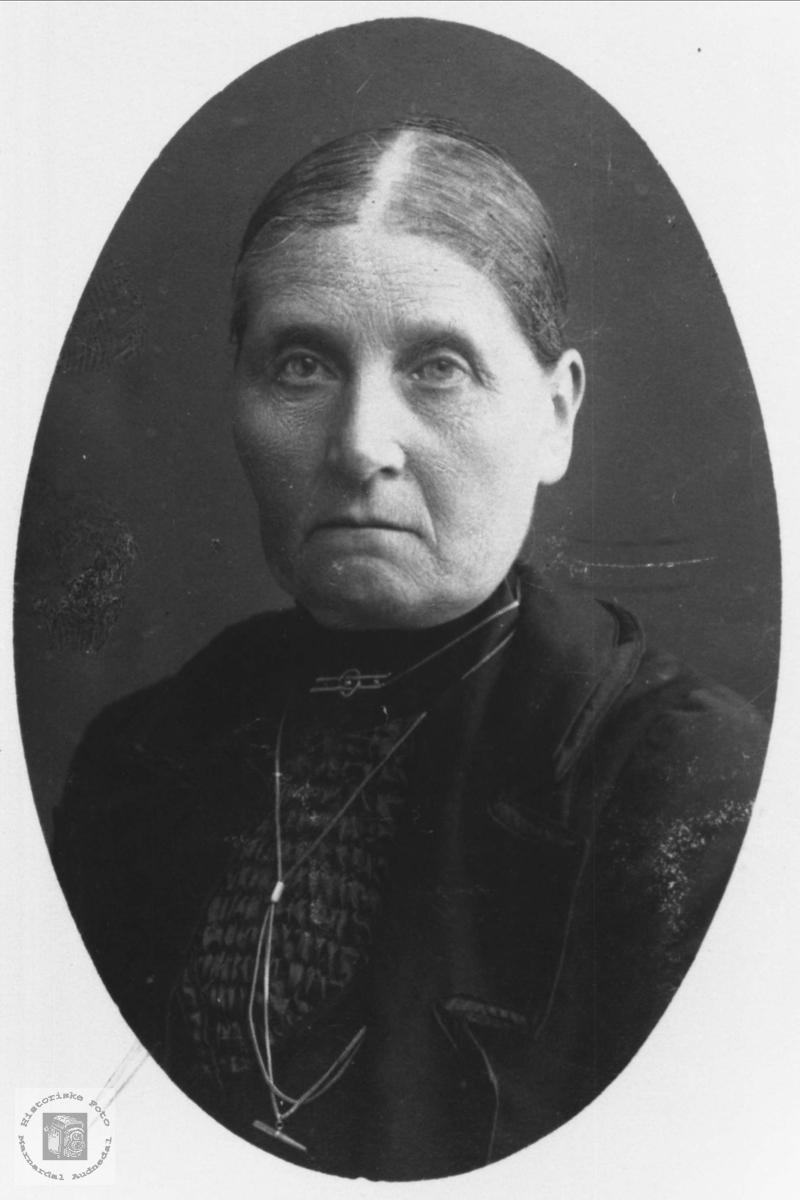 Portrett av Randi Laudal, gift Heddeland, Øyslebø.