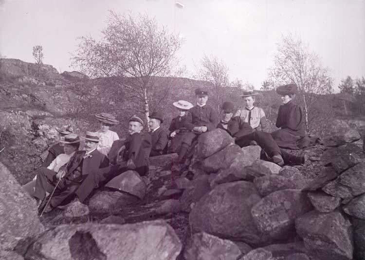 """Enligt text som medföljde bilden: """"Alsbäck, Grupp Maj 1905."""""""