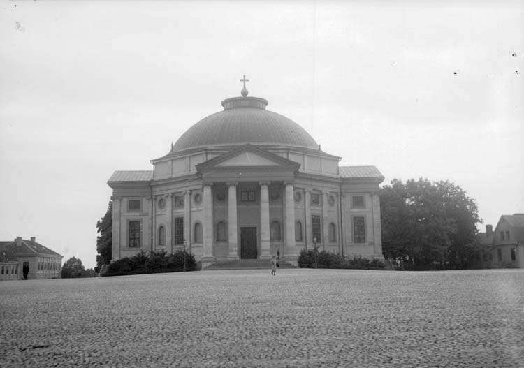 """Enligt text som medföljde bilden: """"Carlskrona. Amiralitetskyrkan 23/9 1907."""""""