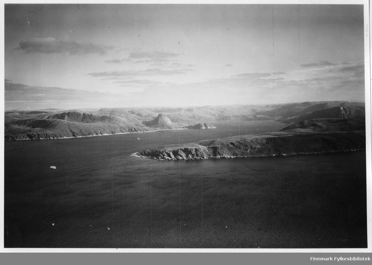 Flyfoto fra Marøyfjord i Lebesby. Negativ nr. 61430