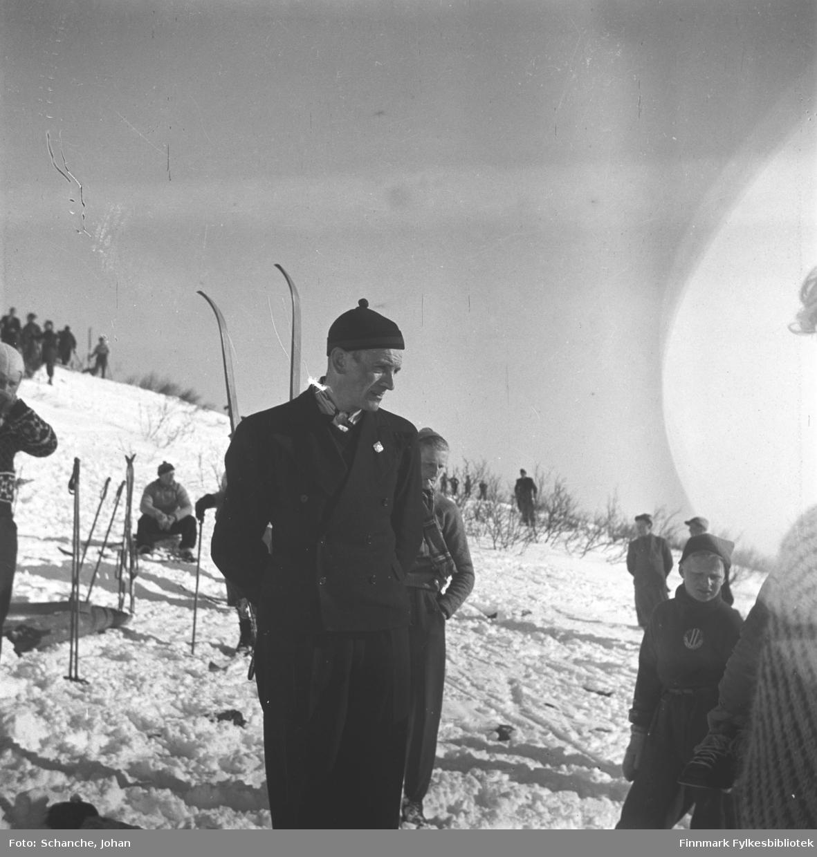 Olav Odden i hoppbakken 'Basis A'. Han står midt i bildet.