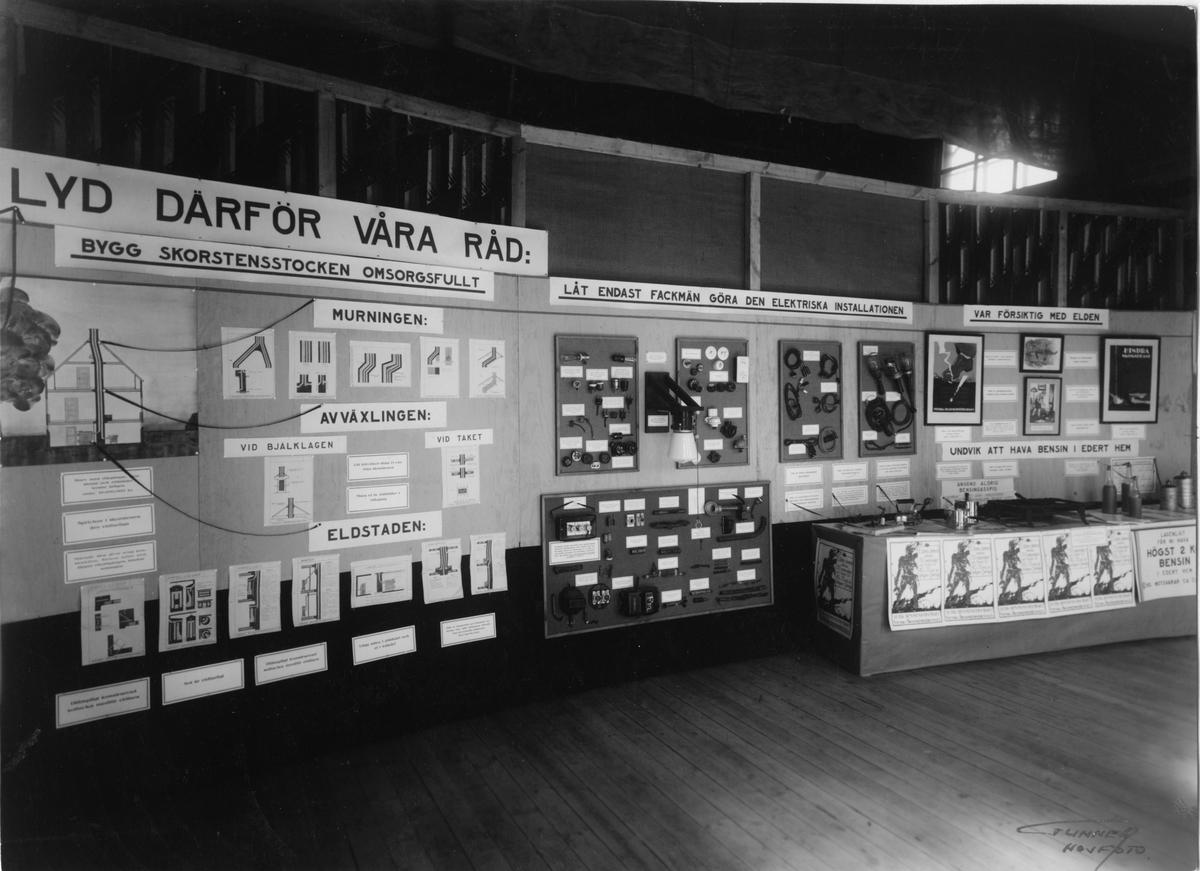 Troligen Bygge och Bo-utställningen i Karlstad 1932. Monter för elektrisk installation.