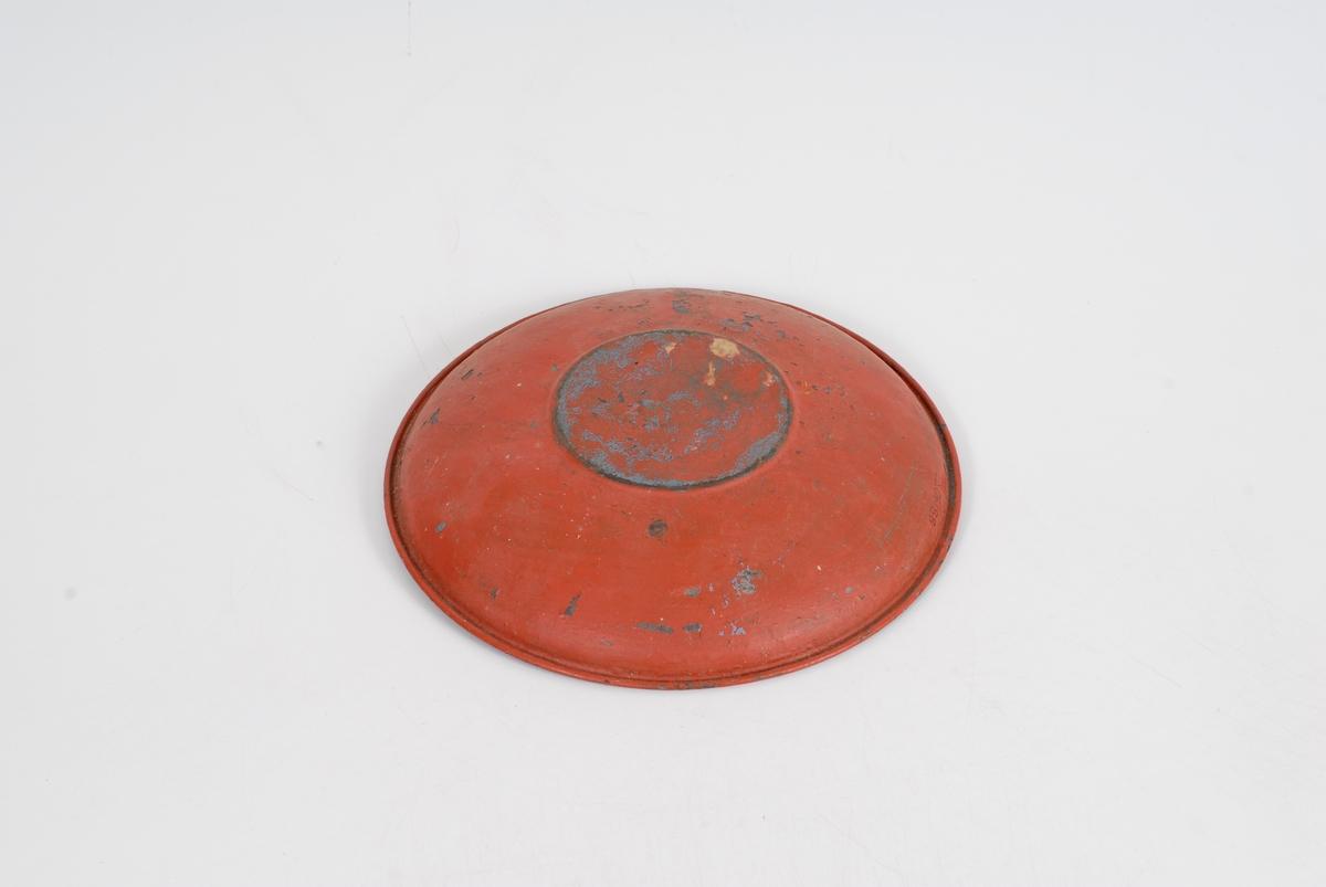 Form: tundt og ganske gypt men ikke som en dyp tallerken