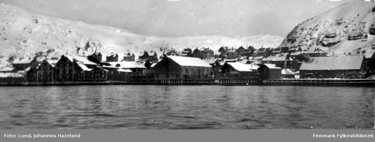 Hammerfest fotografert fra sjøen