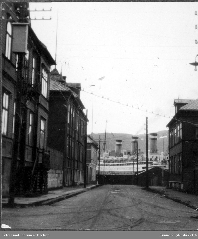 """Det tyske dampskipet """"Reliance"""" fotografert liggende ved kai i Hammerfest"""
