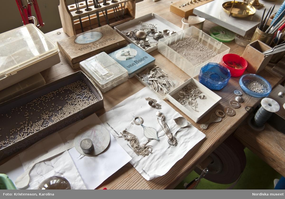 Rosa Taikon, Ateljén, arbetsytor, verktyg och material