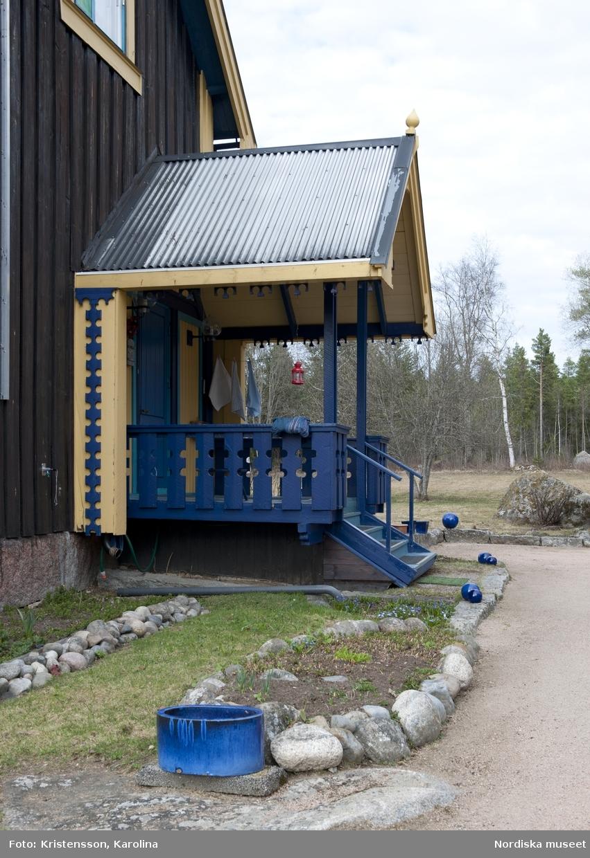 Rosa Taikons hus och trädgård i Flor i Hälsningland