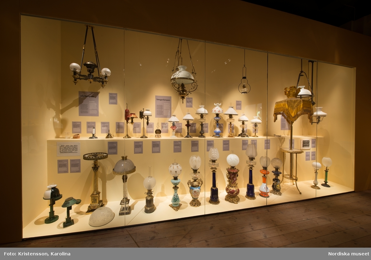 Nordiskt ljus, utställningsdokumentation, kulturhistoriska delen travé 4, ytterligare bilder av lokalerna finns i posterna NMA.0079763, NMA.0079784 och NMA.0079762 (fotograferades innan öppning 29 okt 2016)