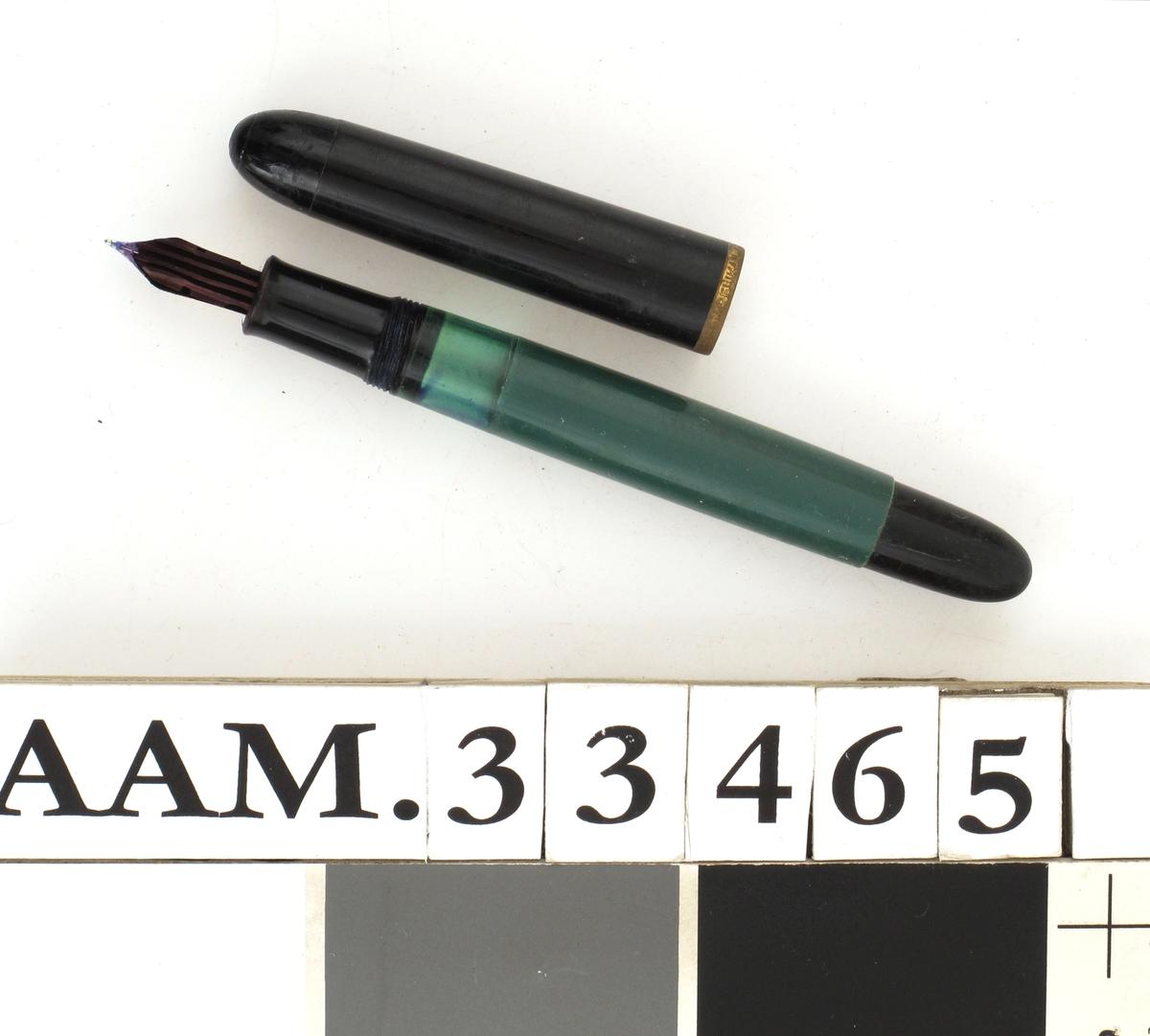 Fyllepenn i grønn og sort plast.