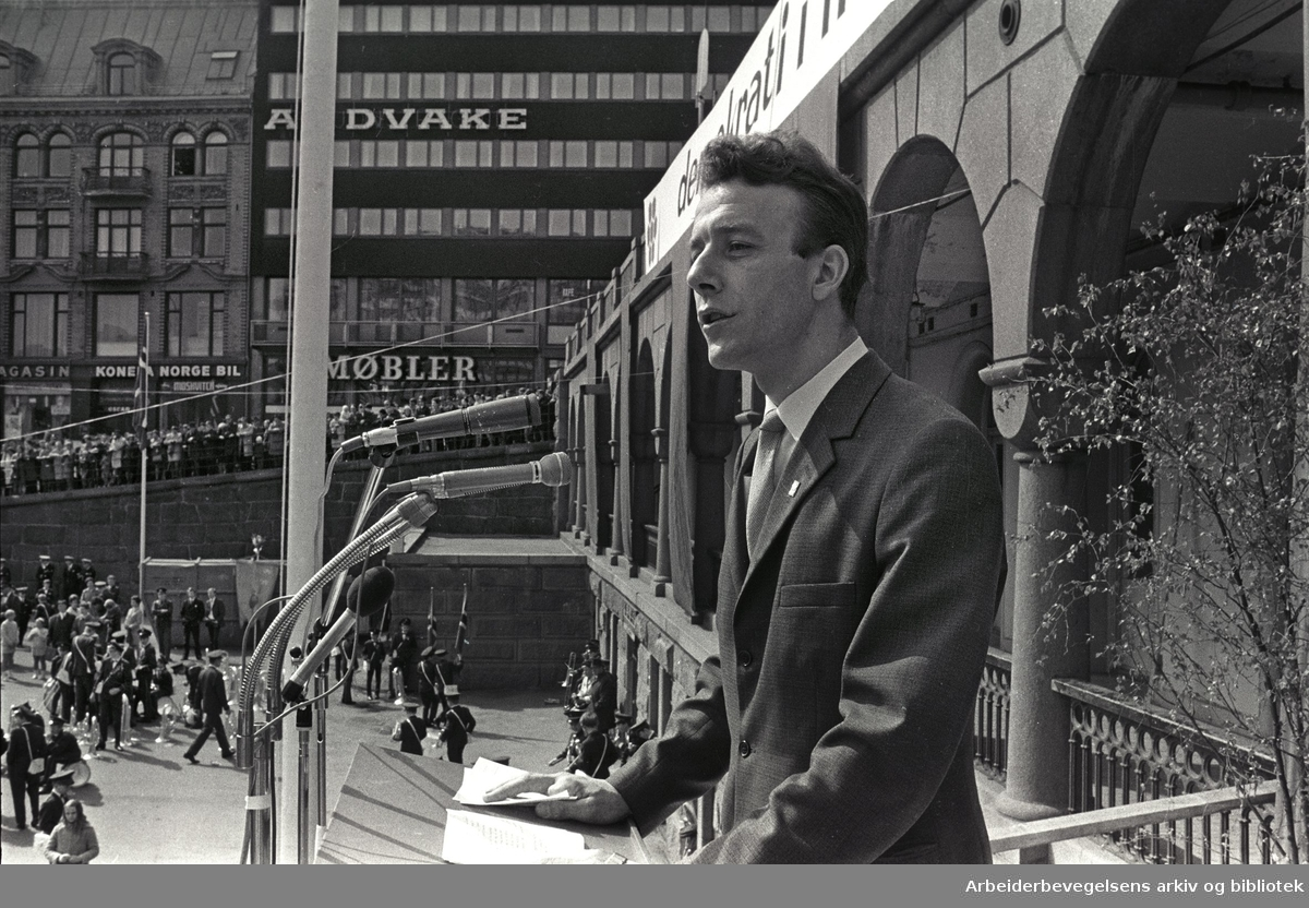 1. mai 1970, Reiulf Steen taler på Youngstorget.