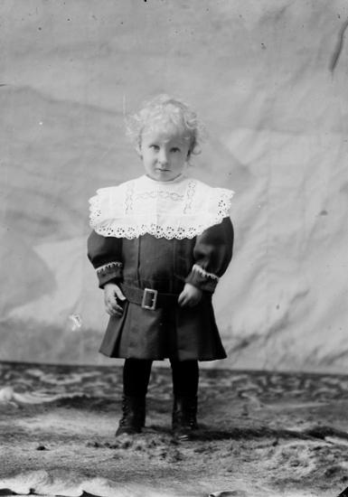 """Ateljé.Nicklas """"Nicke"""" Brandberg. *1904, död 1993. Mörtestad. Fotograf: Ellen Kock? Axel Lundbäck m.fl.Gullspångssamlingen.Bilder från Gullspång med omnejd."""