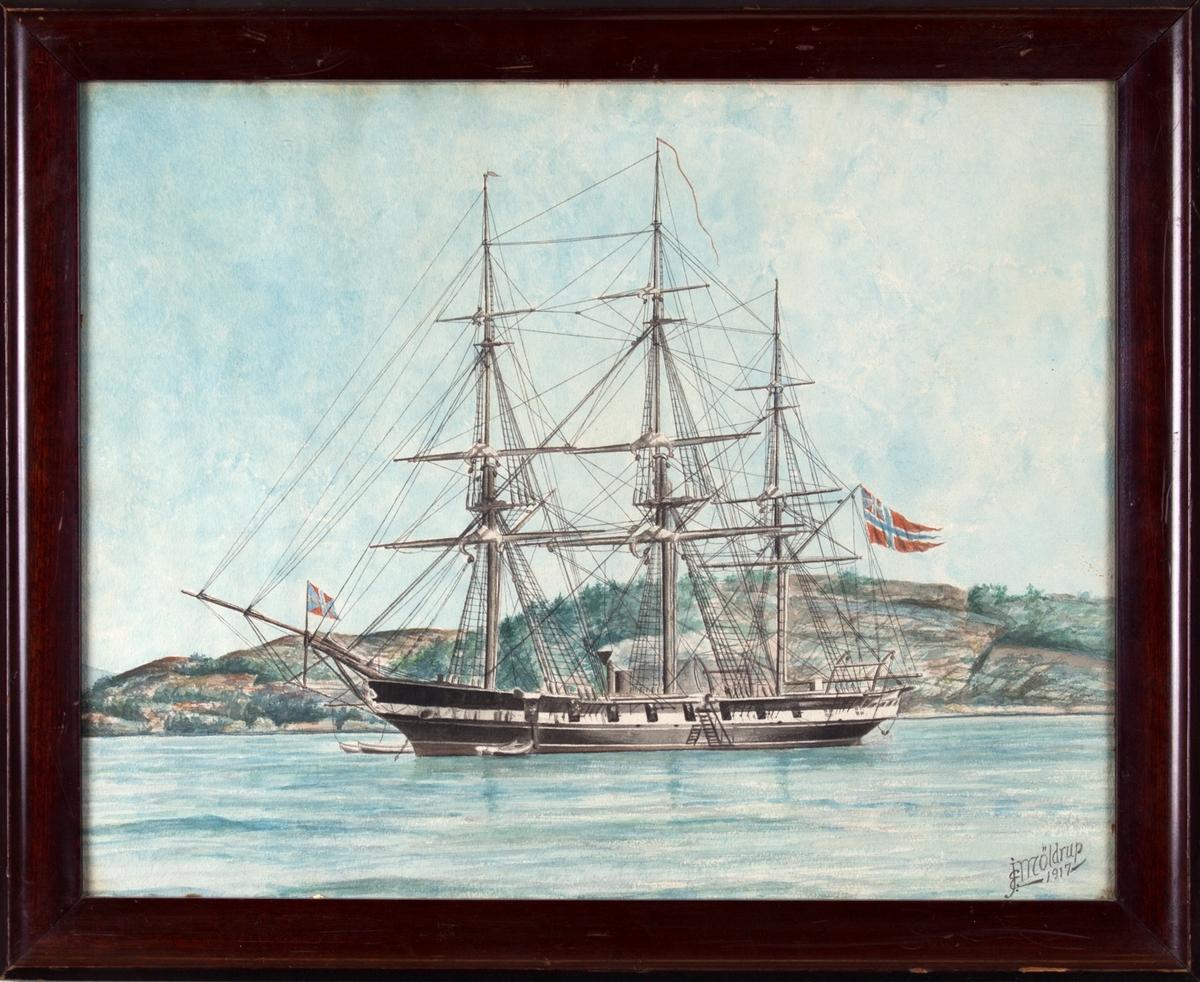 Skipsportrett av orlogsfregatten NORDSTJERNEN til ankers utenfor et kystmiljø. Skipet fører norsk handelsflagg med norsk-svensk unionsmerke. To lettbåter er låret.