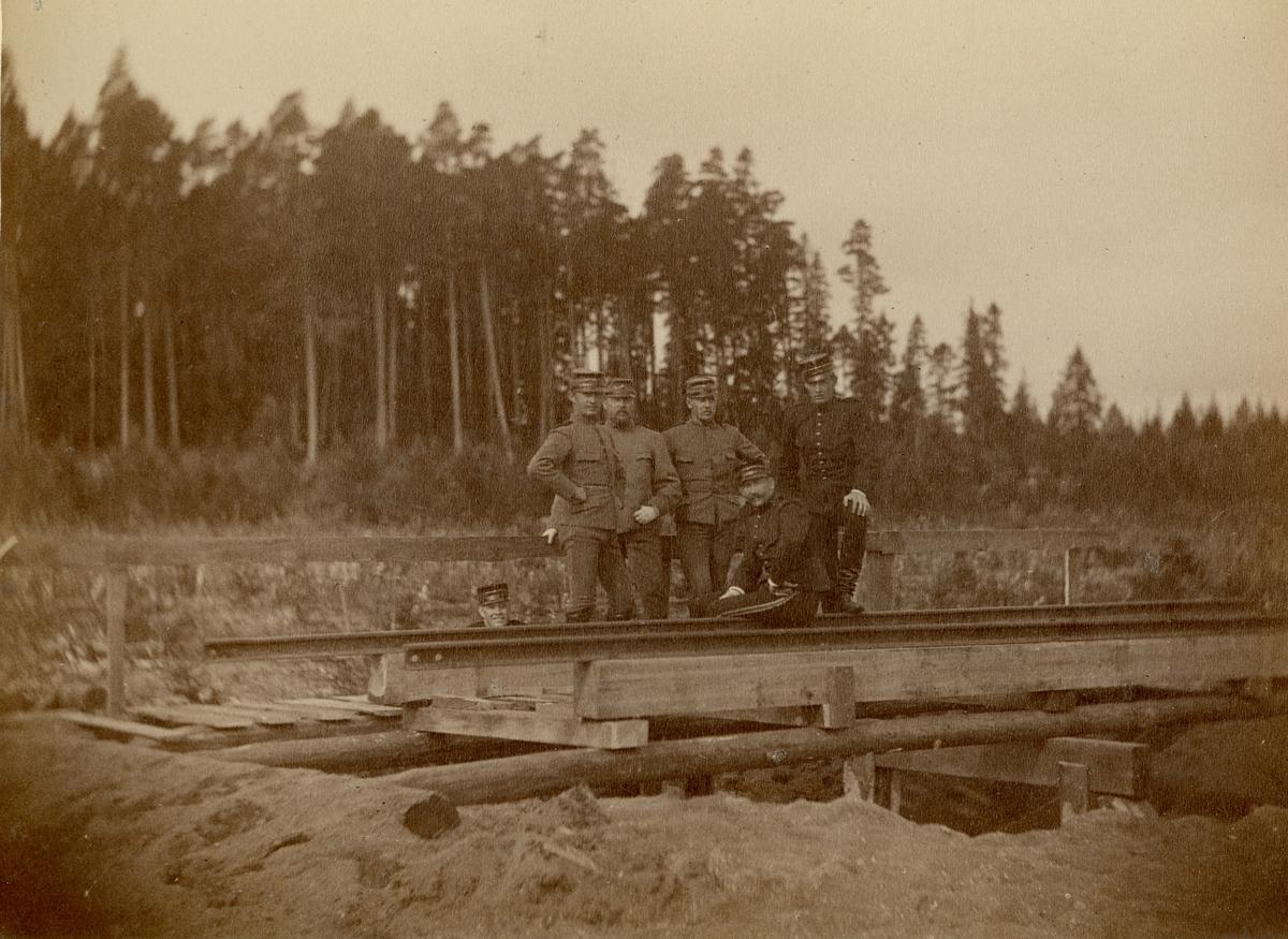 Officerare och soldater från Fortifikationen.