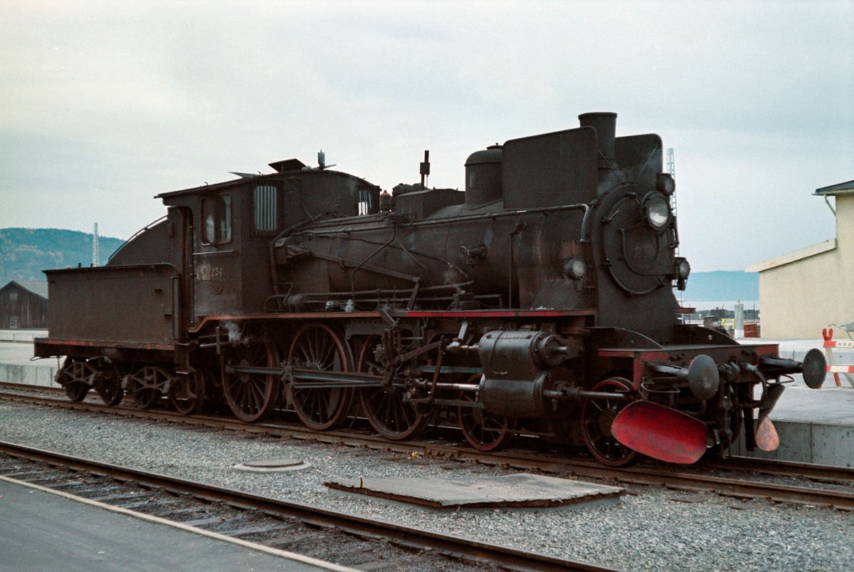 Damplokomotiv type 27a nr. 234 på Trondheim stasjon.