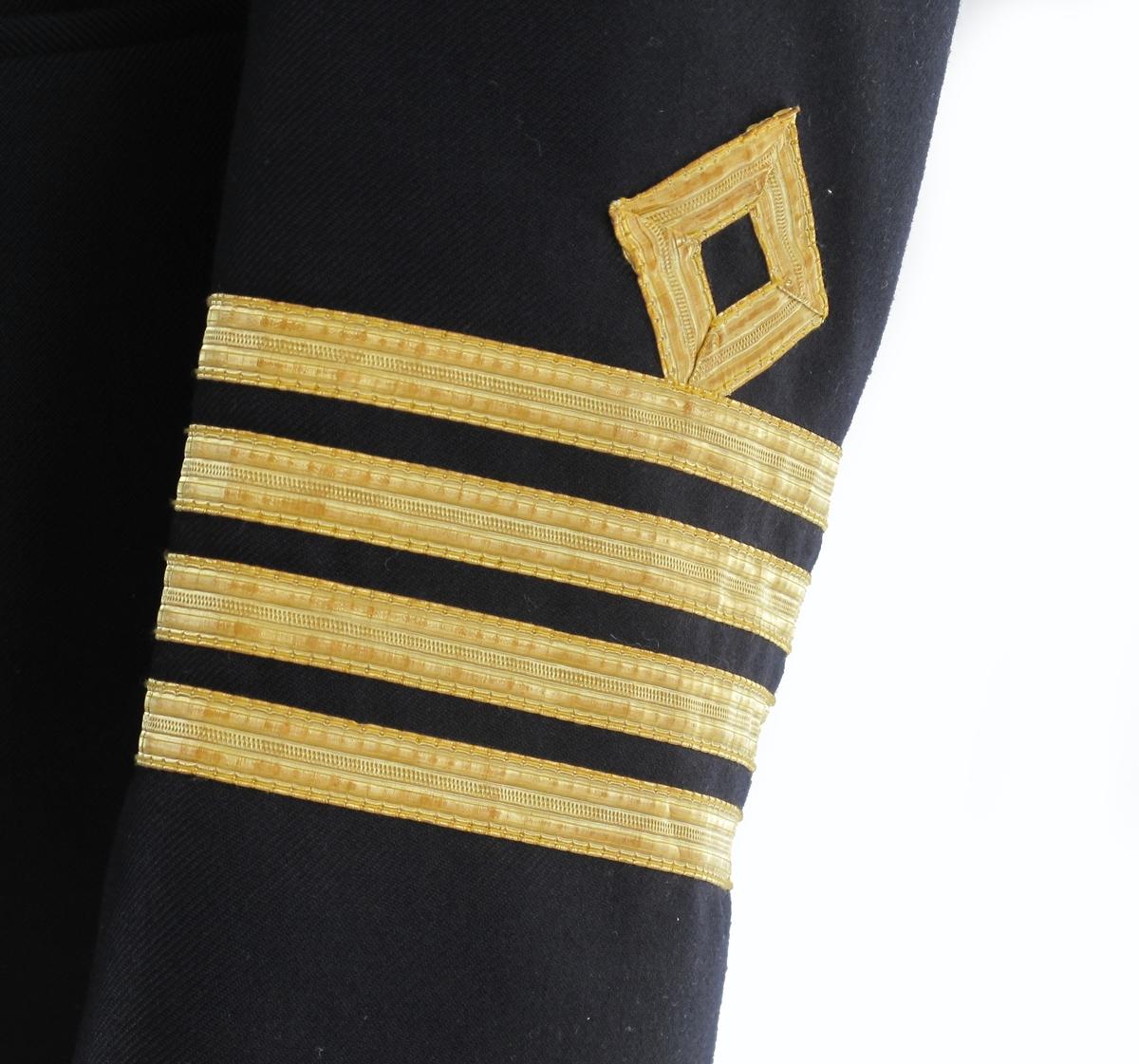 4 gull striper samt kvadrat på hvert erme.
