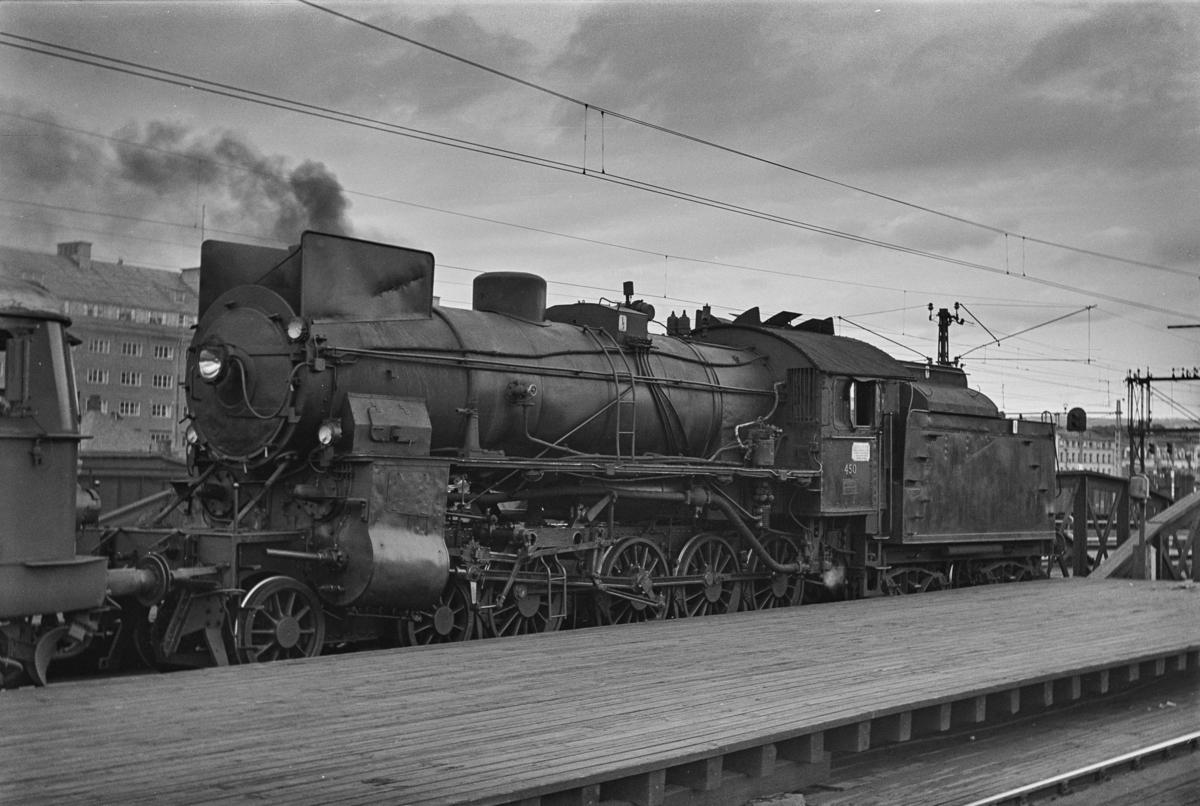 Damplokomotiv type 31b nr. 450 på Oslo Ø.