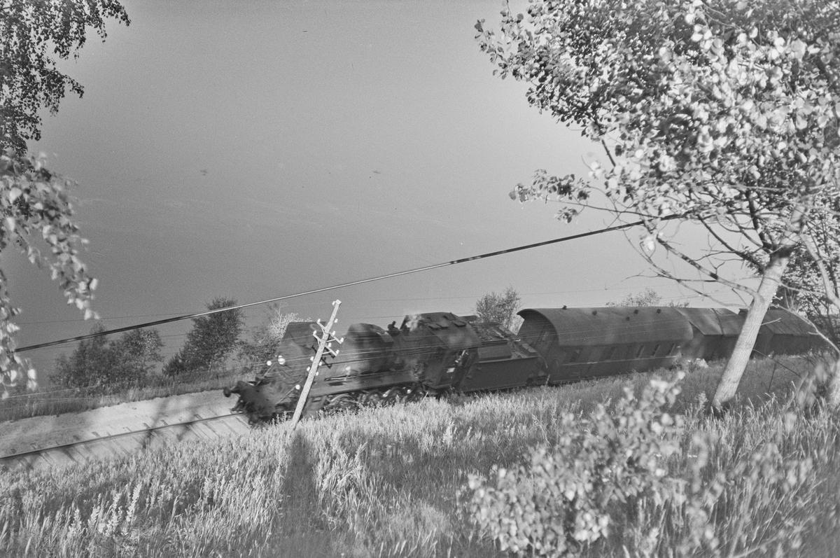 Godstog nær Flisa stasjon på Solørbanen. Toget trekkes av damlpokomotiv type 26c nr. 433.