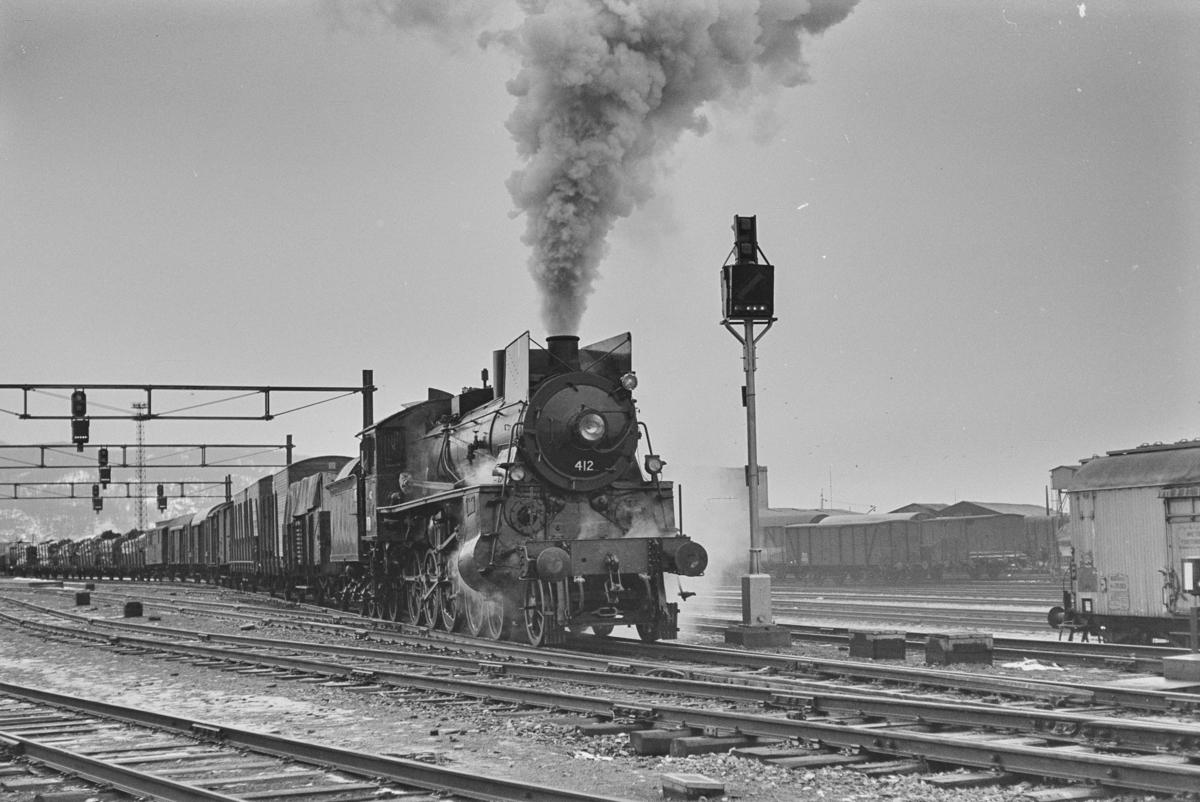Damplokomotiv type 26c nr. 412 på Trondheim stasjon. Lokomotivet er nyrevidert og prøvekjøres i godstog til Nordlandsbanen.