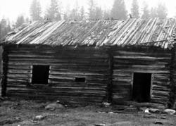Rökstuga i Aspliden, Södra Finnskoga. Flyttades till Dalby H