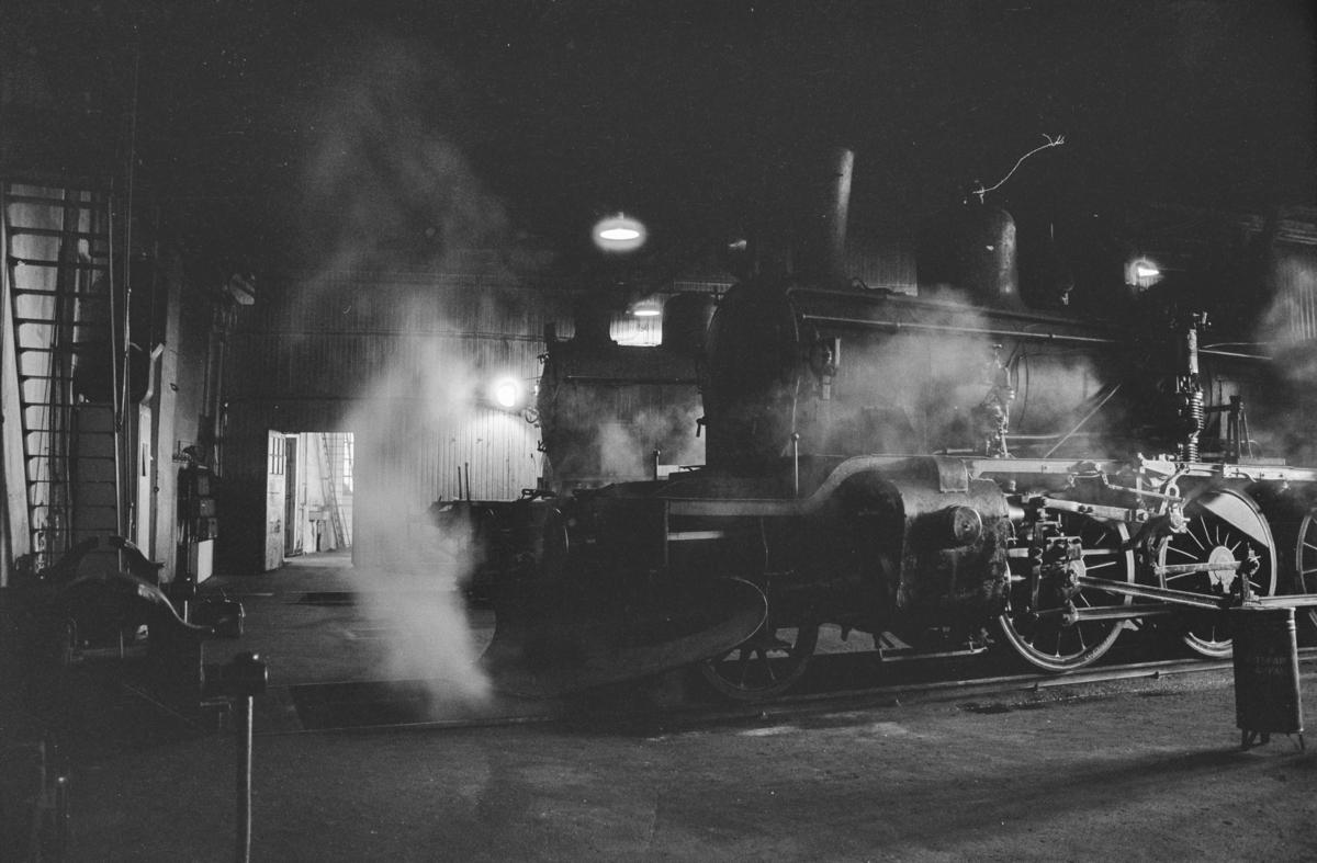 Damplokomotivtype 21b nr. 225 i lokomotivstallen på Sundland i Drammen.