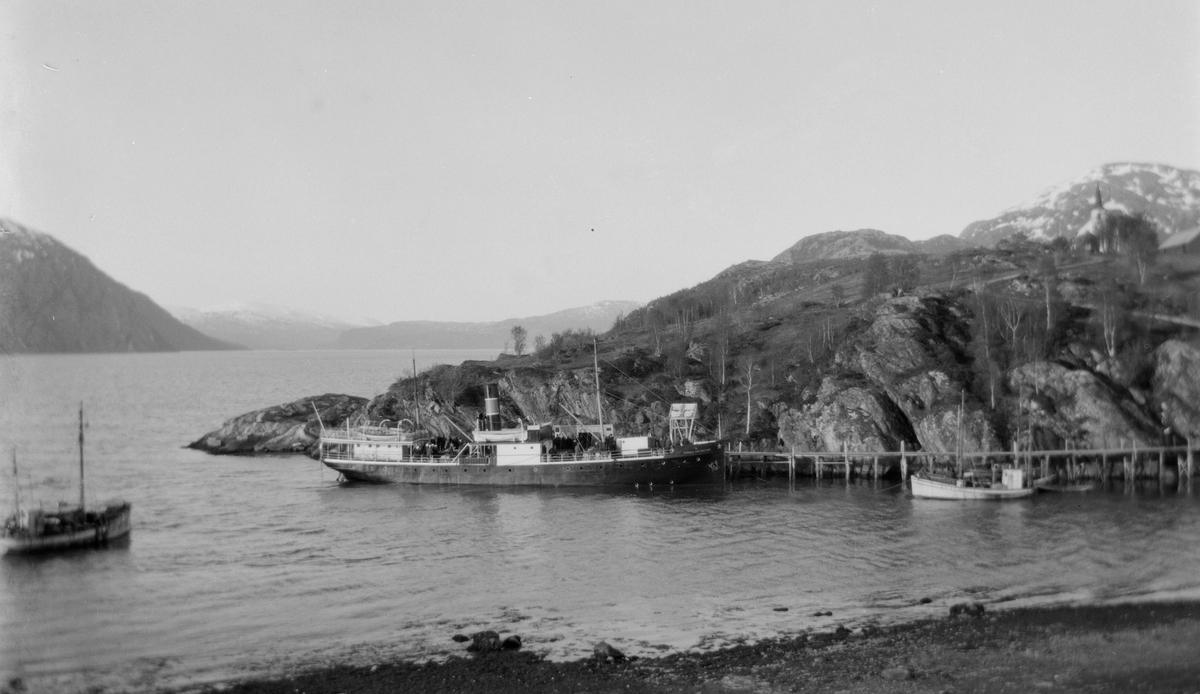 Dampskip ved kaia på Bjørn, Dønna.
