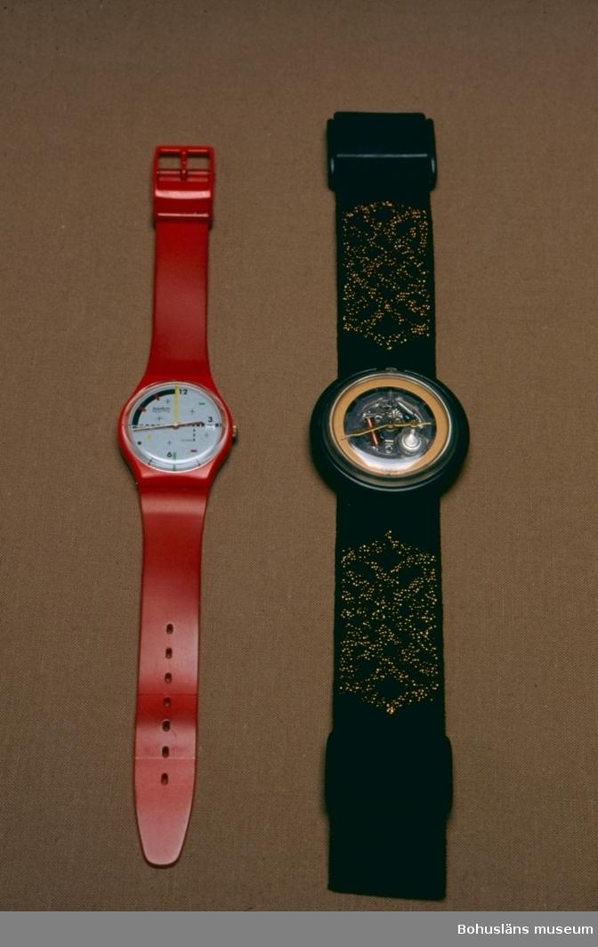 Två schweiziska Swatch-klockor i utställning om plastens historia