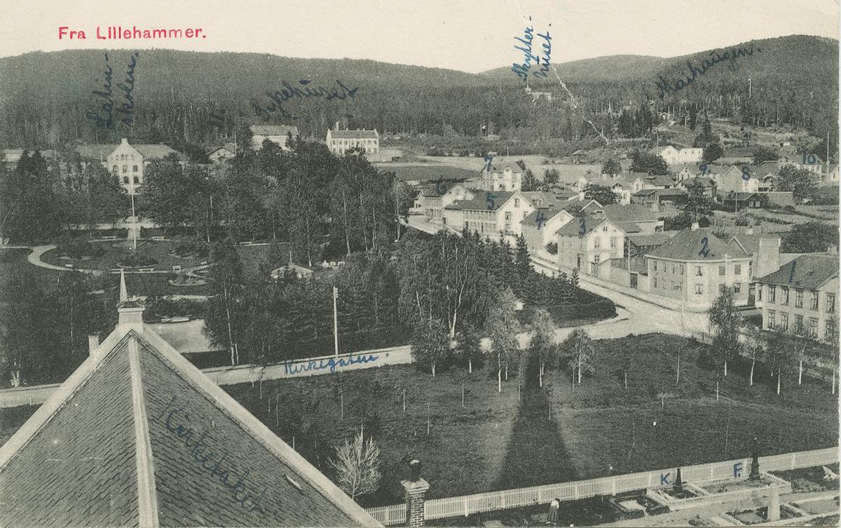 Repro: Utsikt over Lillehammer, Kirkegata, Mathiesens gate, bebyggelse, sett fra kirketaket, postkort