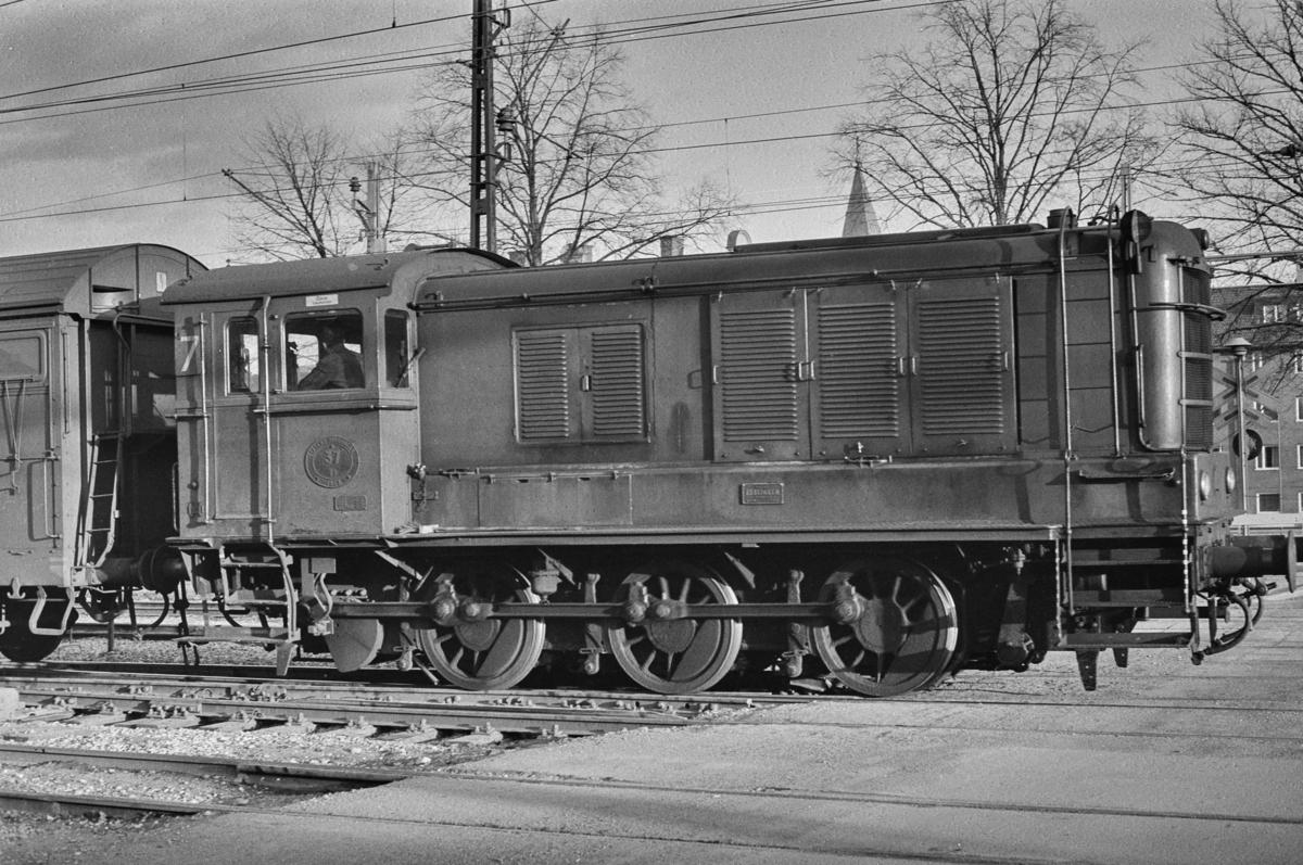 Svensk, dieseldrevet skiftelokomotiv type V3 nr. 37 i Gävle i Sverige.